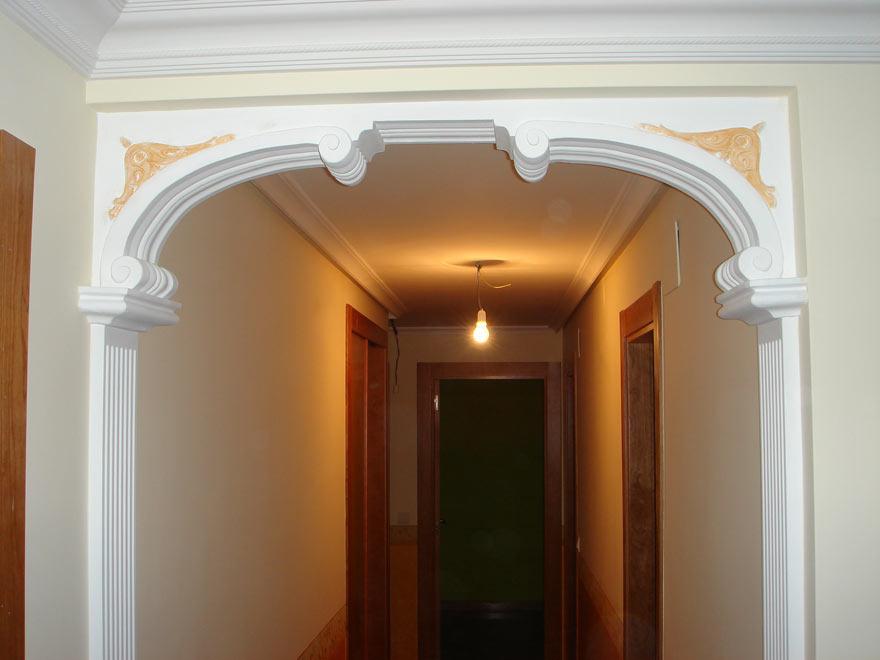 moldura de escayola en el techo escayola arco pasillo